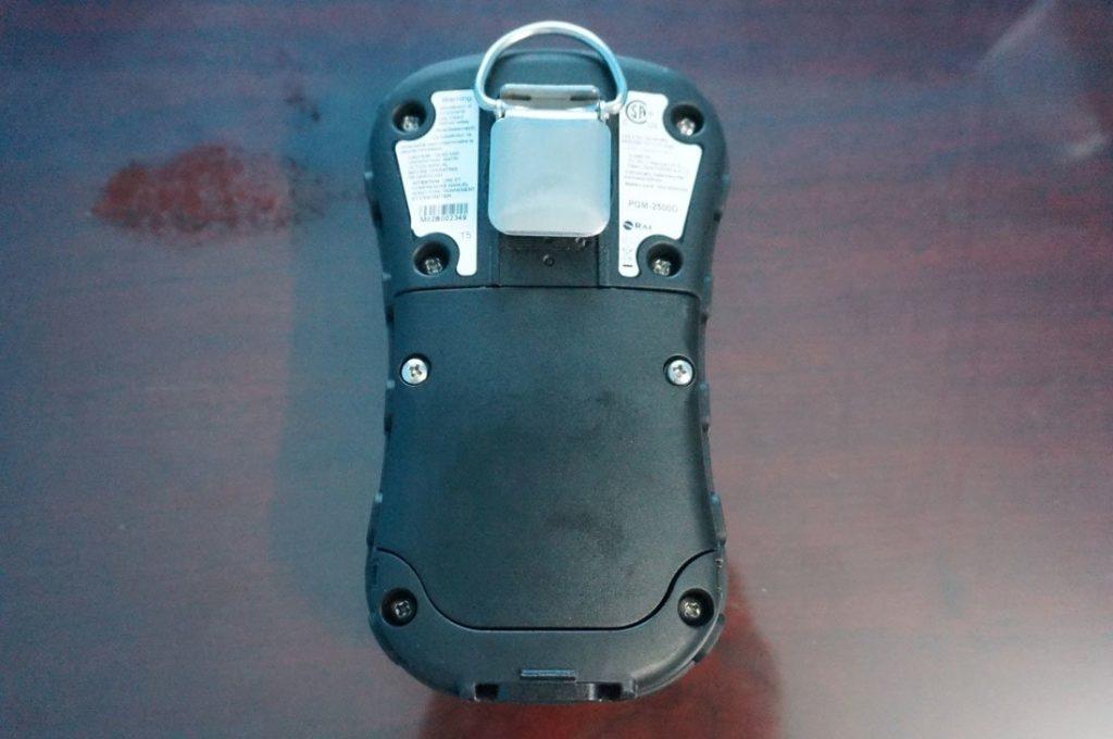 Mặt sau máy đo khí Qrae 3 PGM-2500
