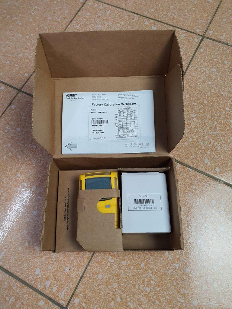 GasAlertMicroClip X3 - Hộp máy, sạc, nhãn hiệu chuẩn